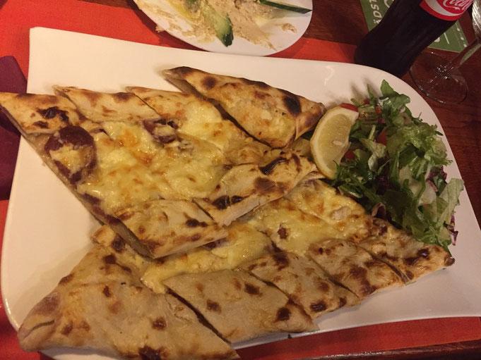 Asmali Konak Restaurant Koeln Keupstrasse | Pide mit Sucuk und Kaese |  Erfahrungsbericht