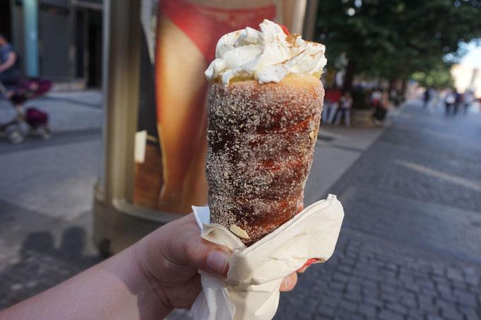 Trdelnik - Trdlo mit Eis und Nutella aus Prag - suesser Snack