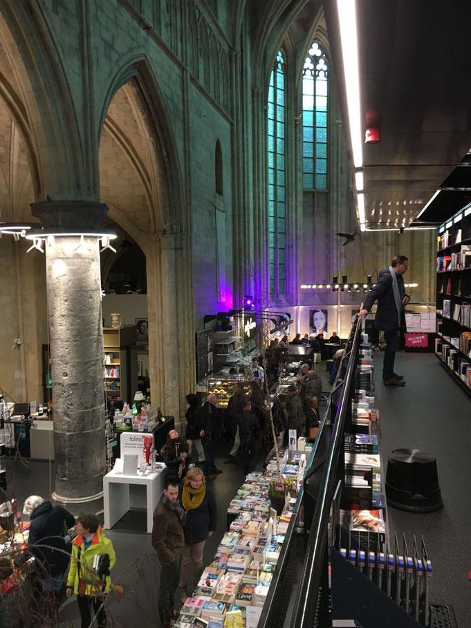 Die schoenste Buchhandlung in Europa l eine Buchhandlung in einer Kirche in Maastricht l Maastricht Guide