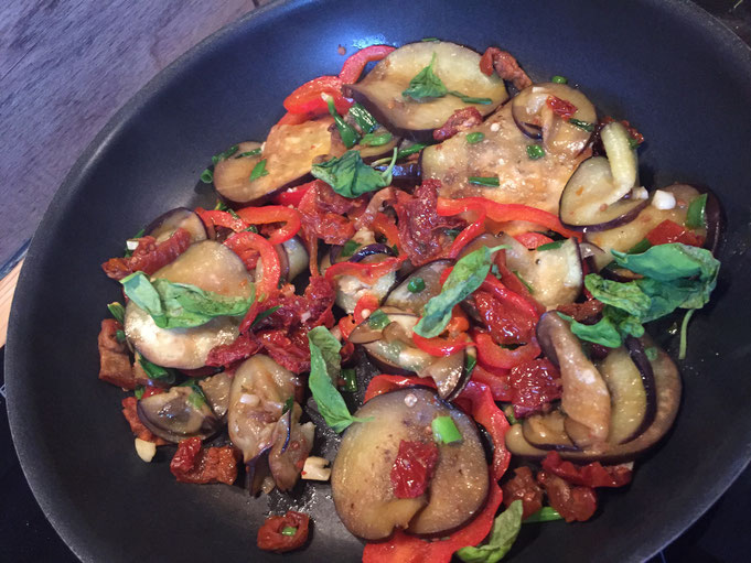 Bunte Gemuesepfanne mit Paprika - low carb und veggie Gericht