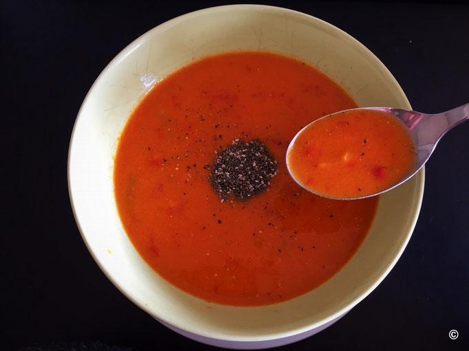 Einfache schnelle Paprikasuppe mit Chiasamen