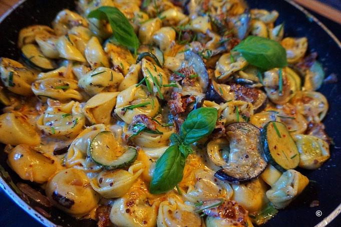 Fertig in 20 Min | Tortellini Gemüse Pfanne mit Schnittlauch