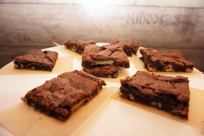 ultra saftige fudge Brownies l einfaches original brownie rezept mit Nuessen