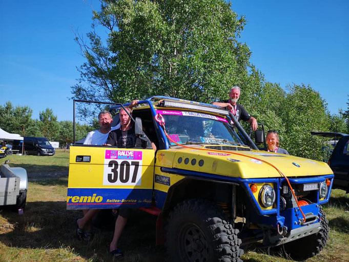 Alles fertig , die Rallye kann starten