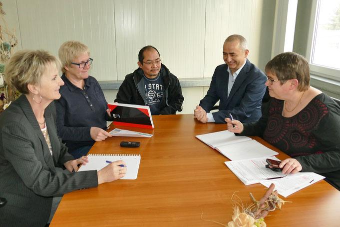 Birgit Rudow, Reporterin der Elbe-Elster-Rundschau, sprach mit den neuen Teilhabern über die Neuorganisation der OFB Oberflächenbearbeitung Kimax GmbH