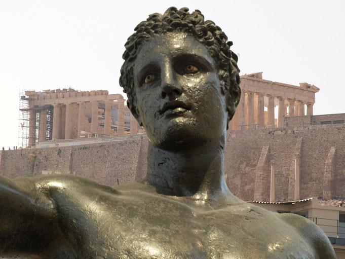 Alla riconquista della civiltà; serie. Atene 2016 (statua di giovane proveniente dall'Isola di Antichytera, Museo Archeologico Nazionale di Atene; panorama ateniese)