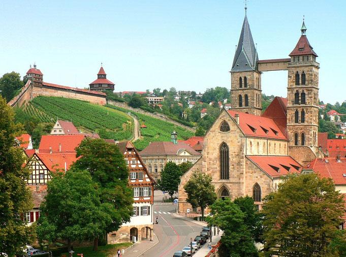 Stadtkirche und Burg in Esslingen am Neckar - perfekte Kulisse für schöne Hochzeitsbilder