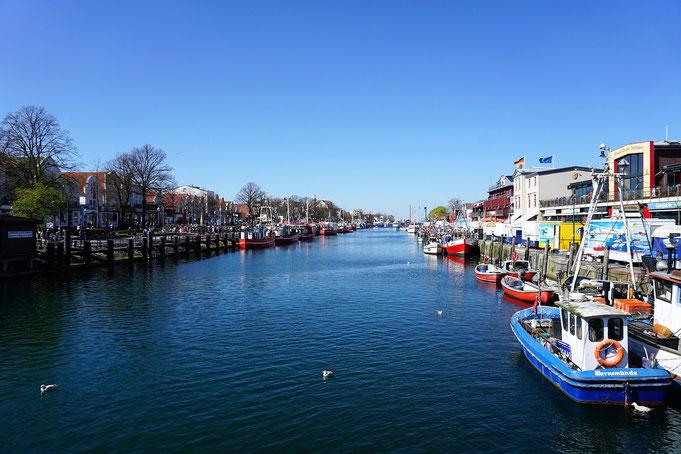 Warnemünde - Alter Hafen mit Booten in Rostock