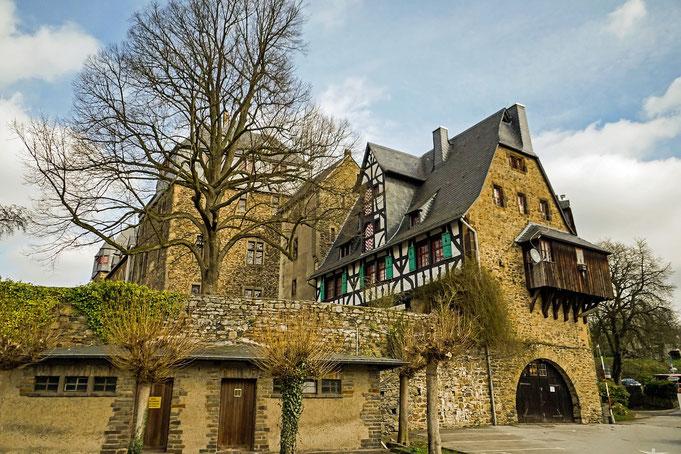 Burg in Solingen - Perfekte Location für schöne Hochzeitsbilder