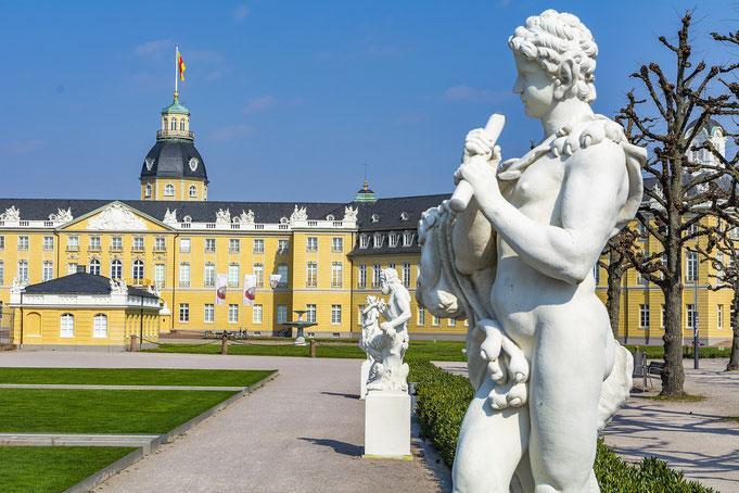 Karlsruher Schloss - Perfekte Location für schöne Hochzeitsfotos