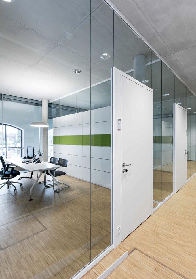 Trennwandysteme aus Glas - Wienss Innenausbau GmbH berät, fertigt und montiert. Ganz aus Glas.