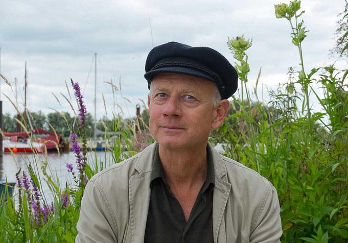 Guide Christian Kaiser am Haseldorfer Hafen, er ist Experte in Natur- und Wissensvermittlung.