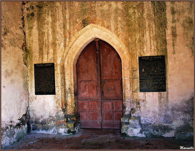 Porche d'entrée de l'église Saint Pierre de Mons à Belin-Beliet (Gironde)