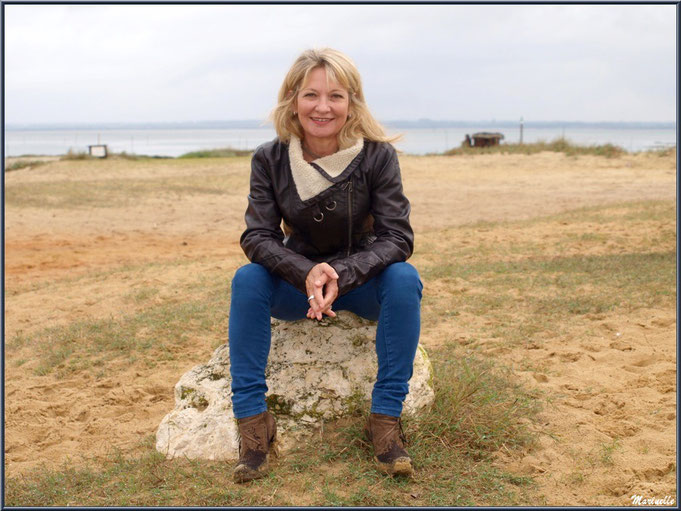 Caroline Grossot, sur la plage en bordure du Bassin d'Arcachon