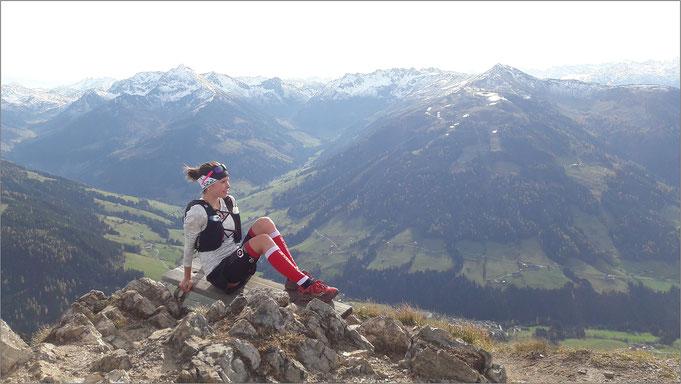 Herrliche Aussicht! Bei einem Traillauf zum Gipfel Gratlspitze. Bildquelle: Eva