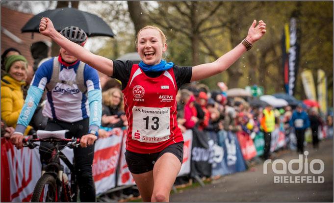 Stephie schaffte es 2016 auf Platz 2 der Frauen beim 31,1 km Hermannslauf. Bildquelle: Radio Bielefeld