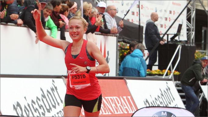 Gleich geschafft! Hier kurz vor dem Ziel in Köln. Bildquelle: Marathon-Photos.com