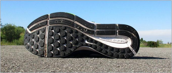 Viel mehr Grip! Mit dem 'Nike Air Zoom Pegasus 33' kommt man auf verschiedenen Untergründen noch besser voran.
