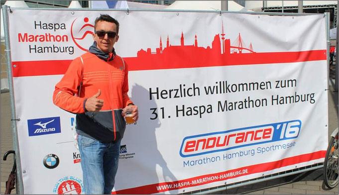 Marathonläufer Steffen probiert die Schoko-Variante nochmal aus.