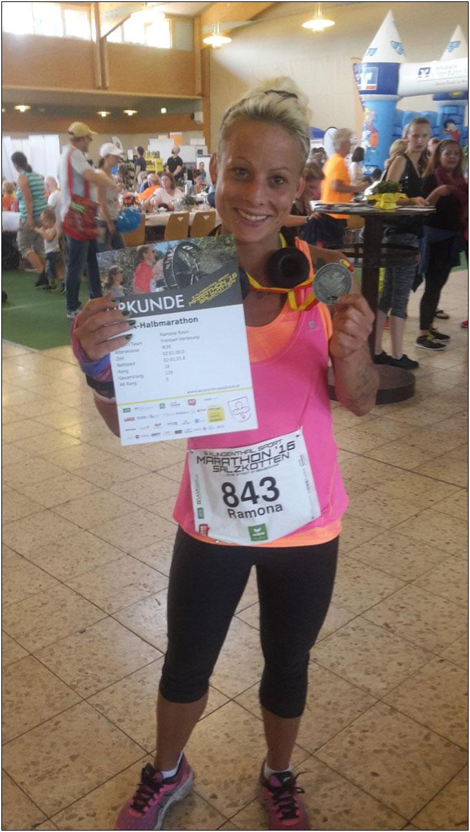 Glücklich und zufrieden! Ramona nach einem Halbmarathon.