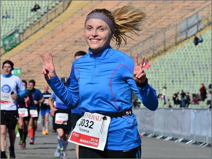 So sehen Sieger aus! Victoria beim München Marathon, ihrem ersten Marathon. Bildquelle: Victoria