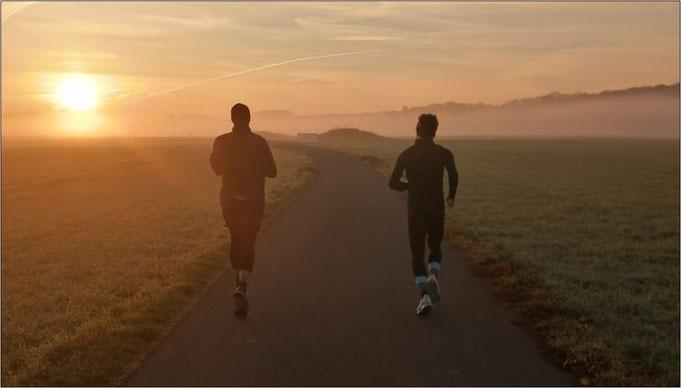 Laufen in den Sonnenaufgang!