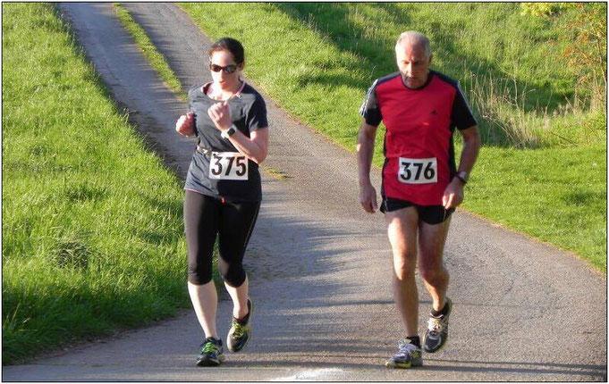 Starke Unterstützung! Melanie zusammen beim Laufen mit Hermann, ihrem jetzigen Trainer.