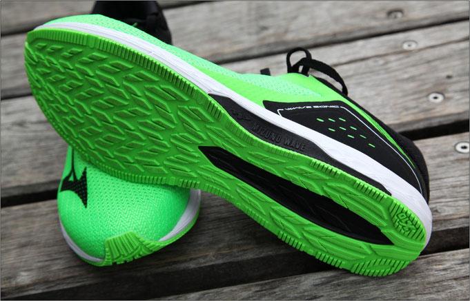 Aufgrund seiner Farbe fällt dieser Schuh richtig auf.