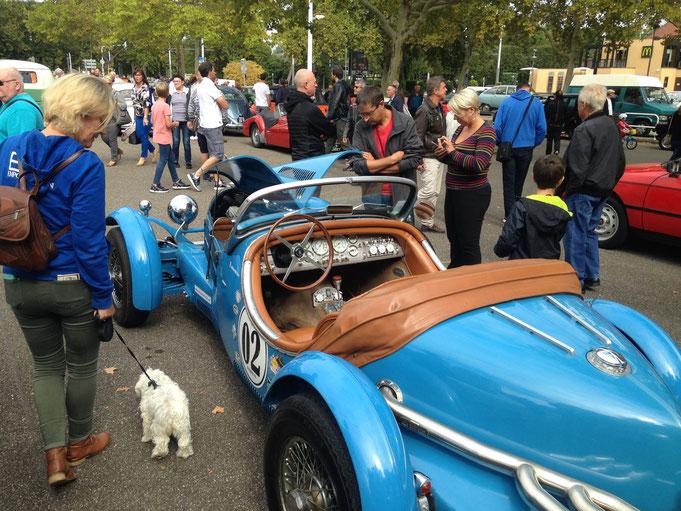 rétro rencard Strasbourg Meinau rassemblement voiture ancienne collection excalibur 35X