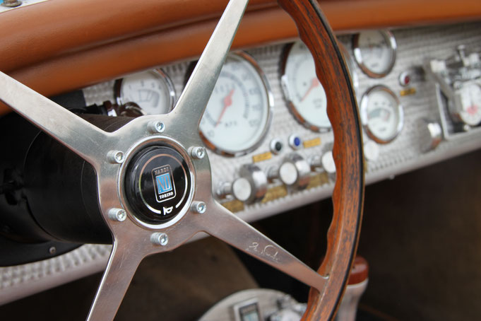 volant nardi bois ferrari bugatti aluminium bouchonnage vintage restauration