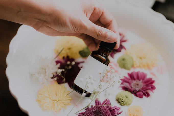 huiles essentielles a avoir, Huiles essentielles indispensables, bienfaits huiles essentielles, bienfaits huile essentielle de lavande, bienfaits huile essentielle de tea tree, huile essentielle de menthe poivrée, huiles essentielle de pamplemousse,