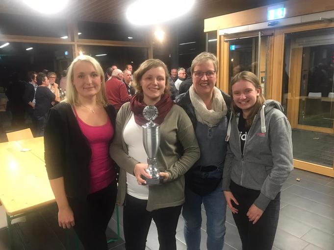 Unsere Siegerdamen (von links): Marlen Lohmann, Sandra Wiedau, Hedwig Lohmann und Marina Rüter! Maike Althoff war auch an dem Sieg beteiligt, konnte aber aus terminlichen Gründen nur nicht beim Foto dabei sein.