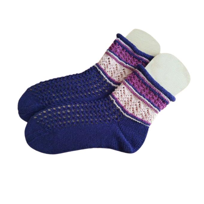 """Handgstrickte Socken """"DonnaRocco Himbeerhexe"""""""