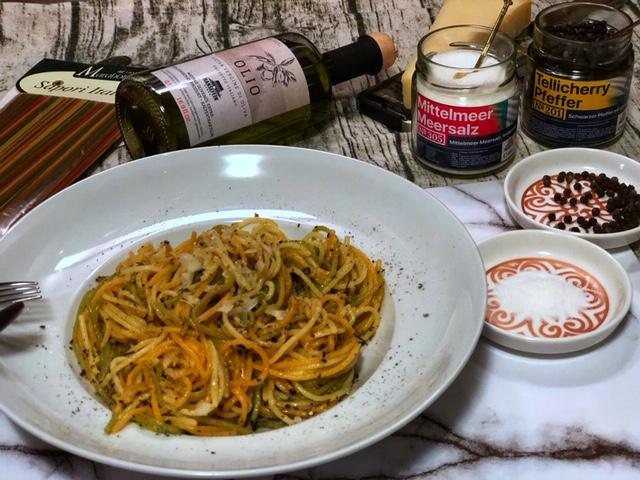 Spaghetti  Pasta Cacio e Pepe mit Knobi - goettlich