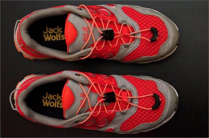 Die Schuhe passen farblich wunderbar zur Laufhose.