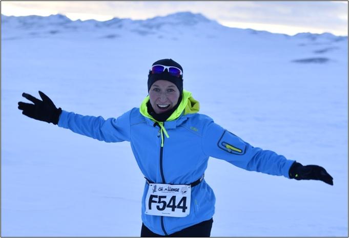 Sue freudestrahlend beim Polar Circle Marathon. Bildquelle: Marathon-Photos.com