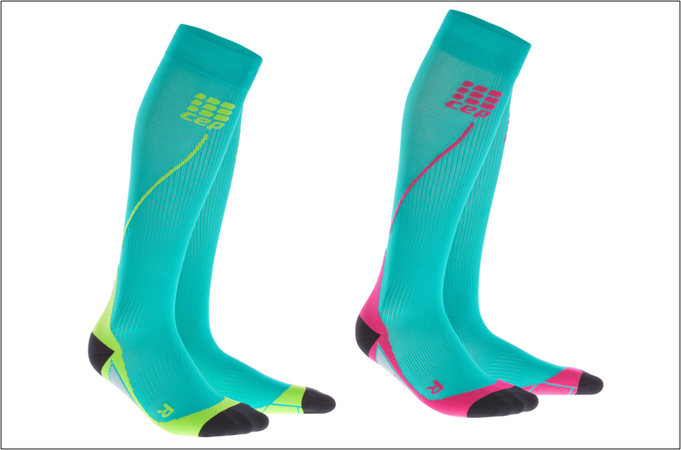 "Die 'Run Socks 2.0'-Varianten ""lagoon/lime"" und ""lagoon/pink""."