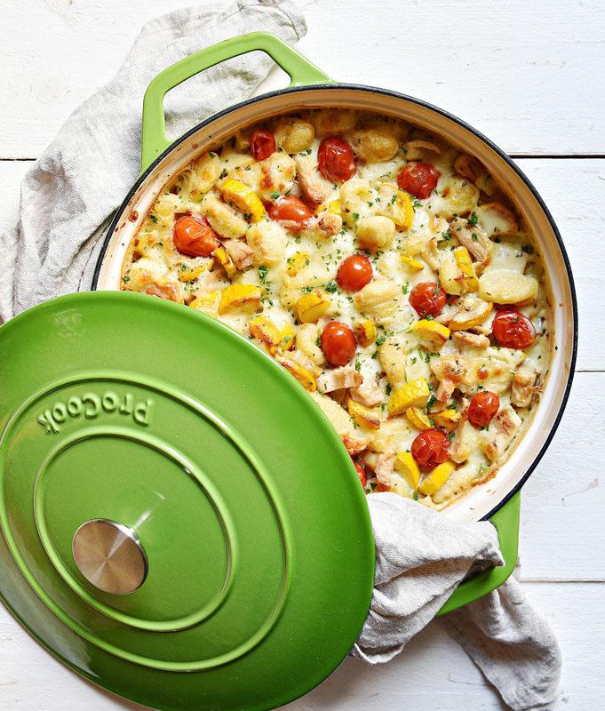 Gnocchi Auflauf mit Tomaten, Zucchini, Geschnetzeltem Hühnchen Art und Mozzarella, vegetarisch, vegan machbar, Thermomix