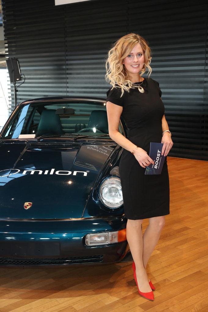 Maxi Sarwas Eventmoderatorin für milon im Porsche Zentrum Lepizig