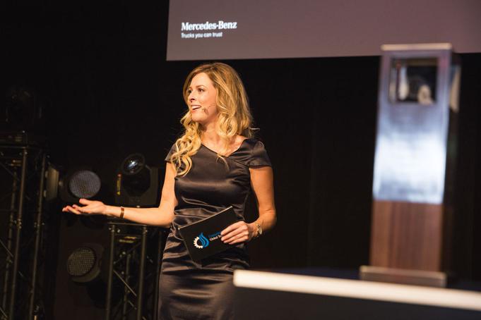 Maxi Sarwas - Moderatorin aus München moderiert für BMW