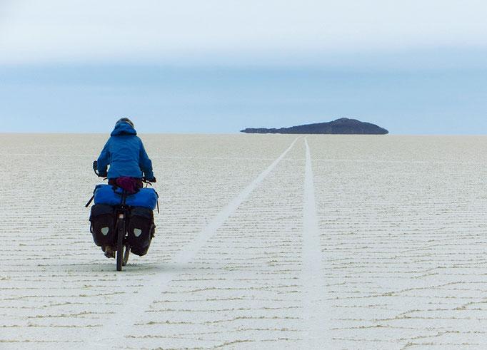 Isla Incahuasi, noch 17 km entfernt. Die Distanzen unterschätzt man hier gewaltig.