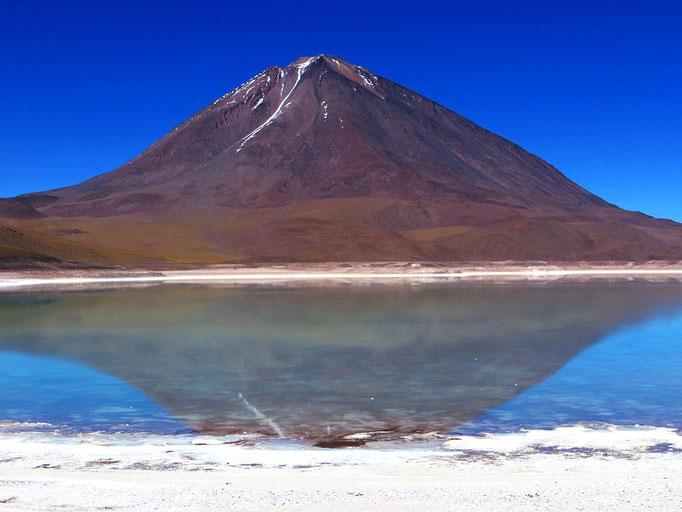 "Der wunderschöne Vulkan Licancabur (""Berg des Volkes"")."