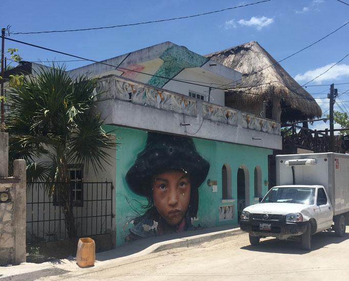 Eines der vielen Street Arts auf der Isla Holbox, die Insel, die den Golf von Mexiko mit der Karibik verbindet.