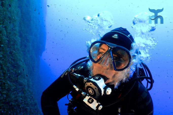 Selfie des Fotografen (Robertus tauchius) an der Steilwand © Robert Hansen