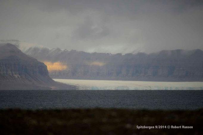 Tempelfjorden / Tunabreen - Svalbard 9/2014 © Robert Hansen