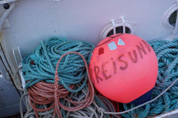 Markierungsschwimmkörper für das Fischernetz. © Robert Hansen, Hamnøya, April 2014