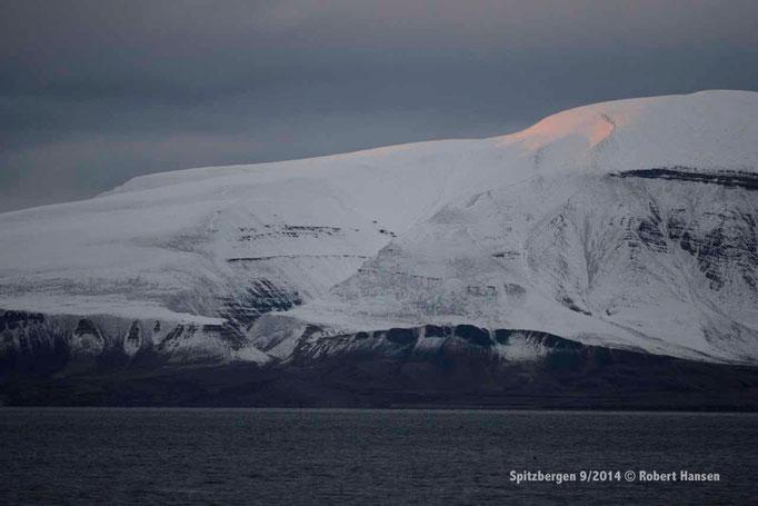 Høgskulefjellet - Svalbard 9/2014 © Robert Hansen
