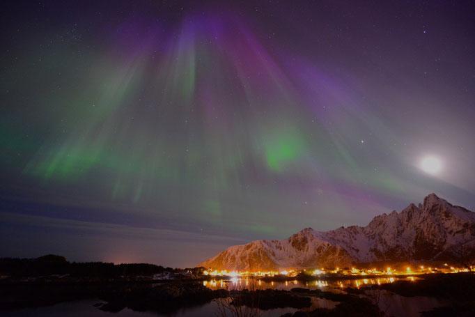Nordlys - Polar Light - Nordlicht. Ballstad/Lofoten, 06.04.2014, 00:12 © Robert Hansen