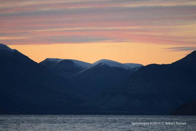 Midnatt / Midnight / Mitternacht - Svalbard 9/2014 © Robert Hansen