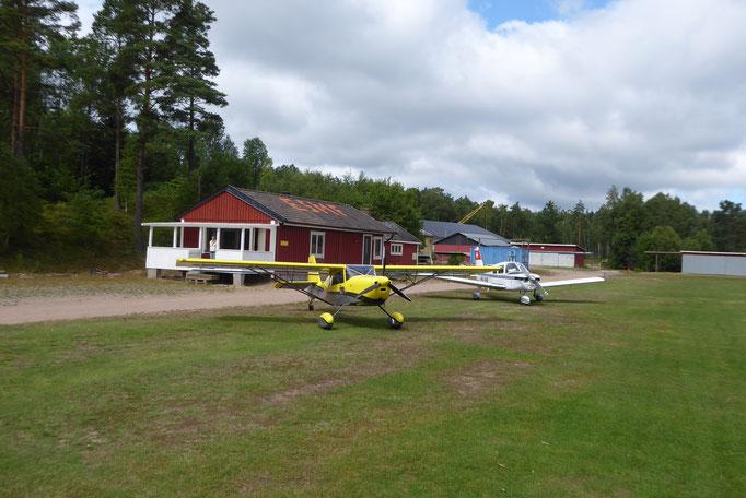 Typischer Grasplatz in Schweden
